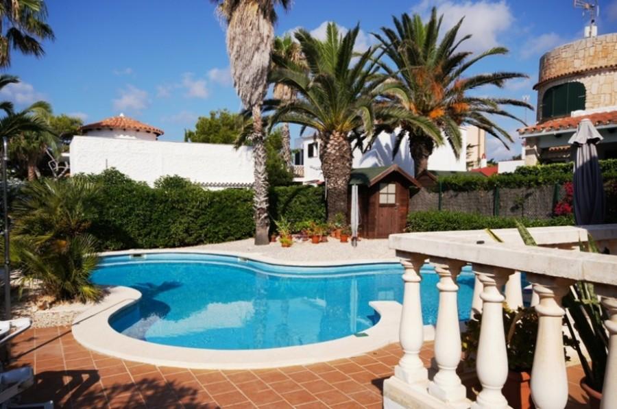 1670: Villa for sale in Salgar