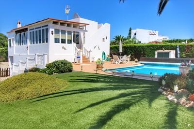 1906: Villa in Binibeca