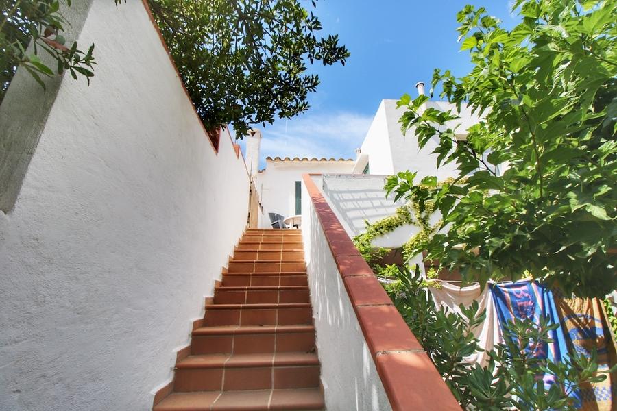 For sale Villa Llucmaçanes